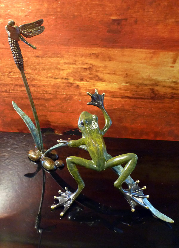 Brass Rainforest Frog Sclupture